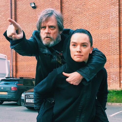 Mark Hamill becomes Daisy Ridley's Yoda in new Star Wars: Episode VIII photo
