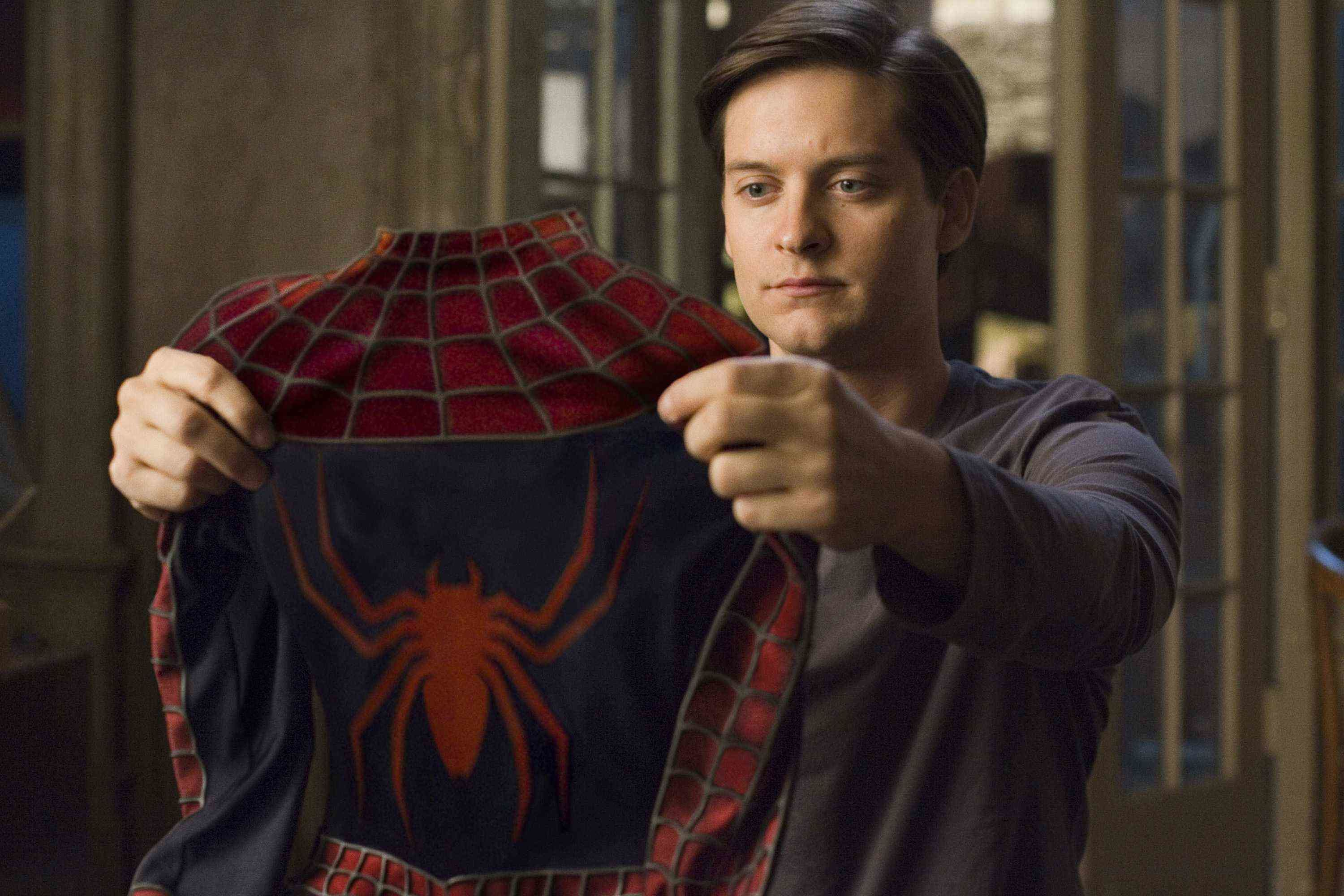 Tobey Maguire shares his thoughts on Tom Holland's ...  Tobey Maguire s...
