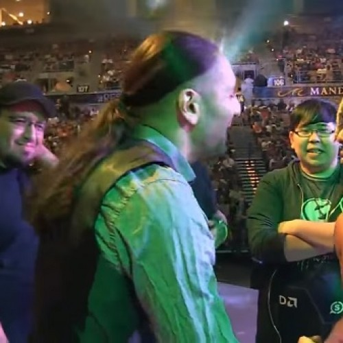Random guy walks on stage to challenge EVO Champion just moments after winning