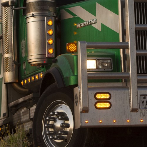 Decepticon's Onslaught vehicle form revealed in Transformers: The Last Knight