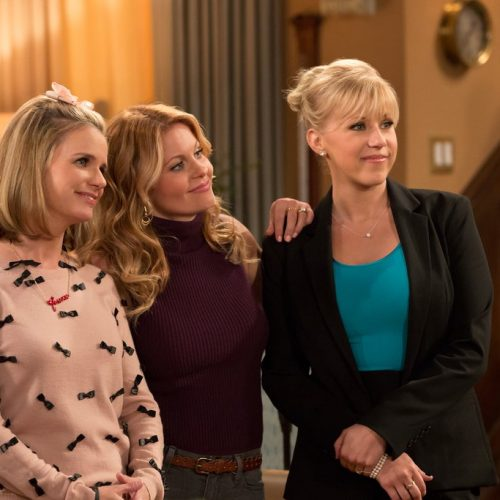 Fuller House is back with the official trailer for season 2!