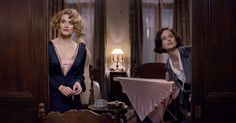 Fantastic Beasts and Where to Find Them - Alison Sudol and Katherine Waterston