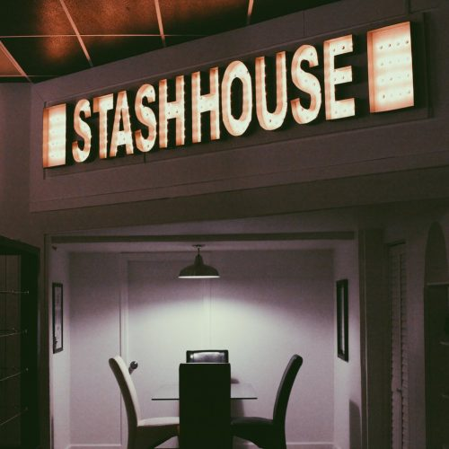 Hide the drugs in the Stash House escape room (review)