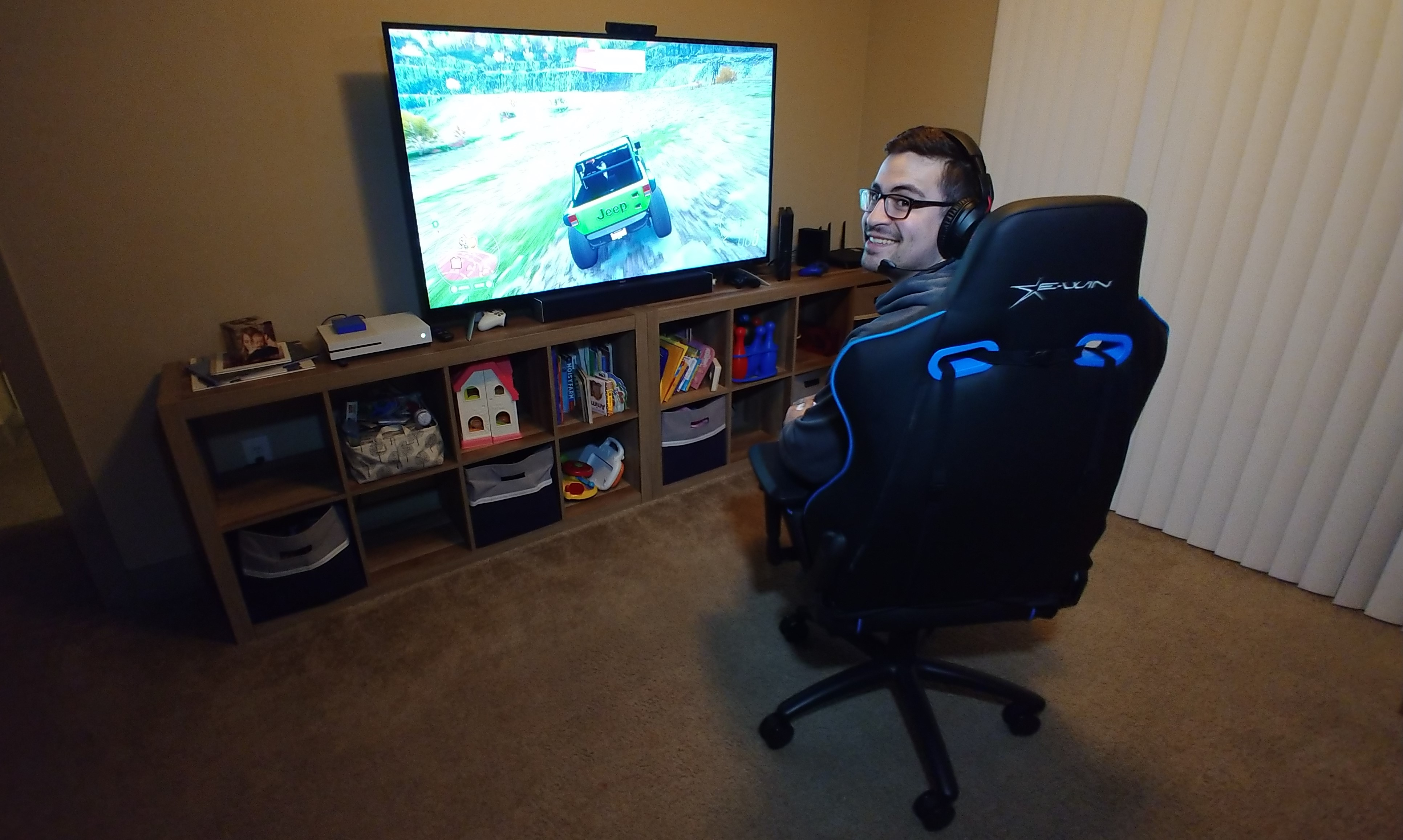 ewin flash xl gaming chair review crafted for the big and tall nerd reactor. Black Bedroom Furniture Sets. Home Design Ideas