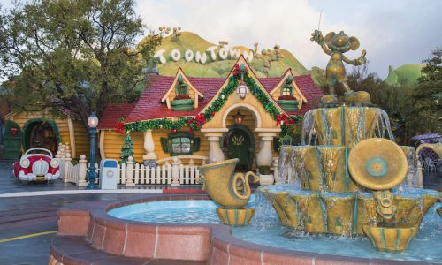Viral video of family fighting in Disneyland's Toontown is being investigated