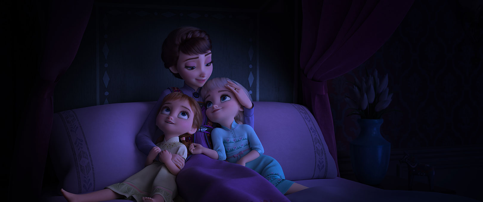 Frozen II - Young Anna and Elsa with Queen Iduna