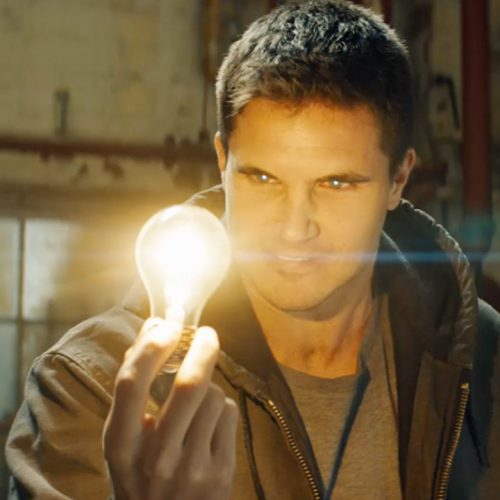 Robbie Amell on Code 8's gray characters, robots, and powers