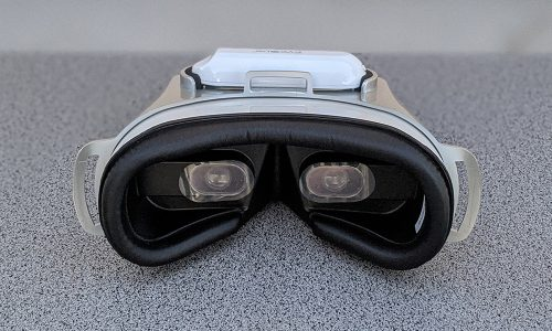 EyeQue allows you to test your vision anywhere, helping you see more clearly (review)
